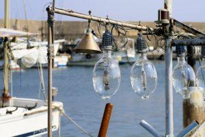 イカ釣り漁船